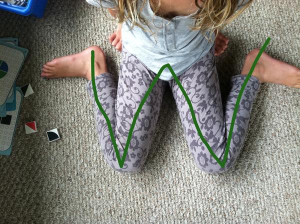 dạy bé tập ngồi đúng cách chuẩn nhất