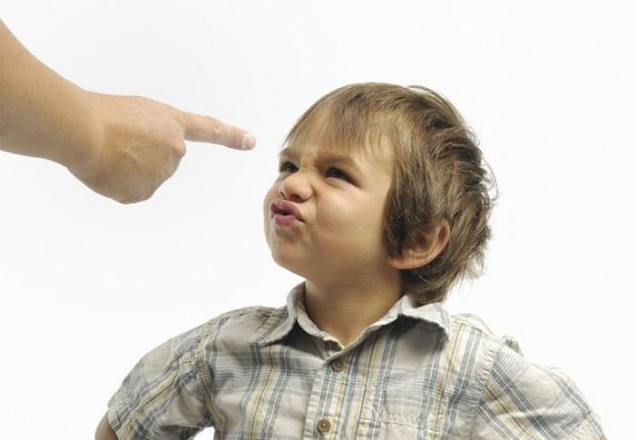 Dạy trẻ bướng bỉnh cần đến sự kiên nhẫn, bình tĩnh của ba mẹ