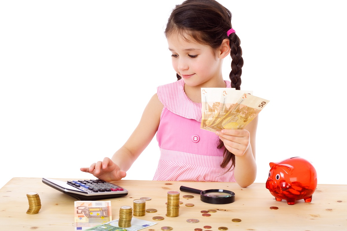 Tập cho trẻ thói quen tiết kiệm tiền