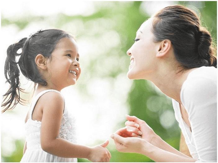 Dạy trẻ kỹ năng chào hỏi từ sớm giúp bé tự tin