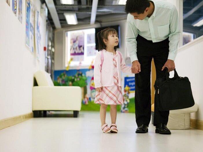 Dạy trẻ kỹ năng chào hỏi từ sớm