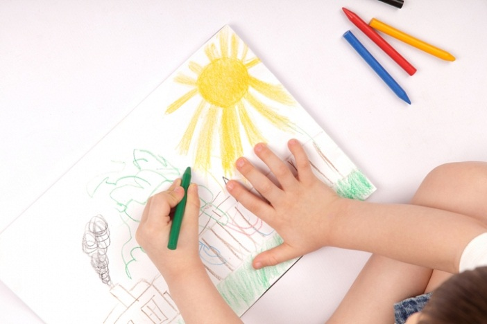 Dạy trẻ mầm non học vẽ cần tạo sự thoải mái, vui vẻ, hứng thú cho con