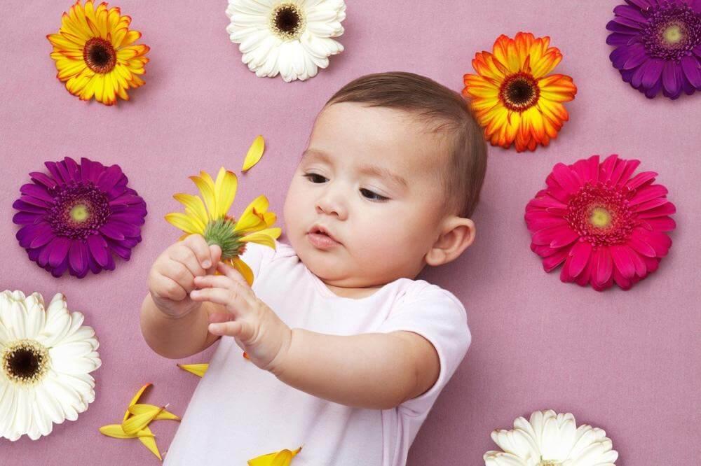 Cách dạy trẻ cách nhận biết màu sắc mà cũng khiến mẹ thoải mái là ... không dạy gì cả