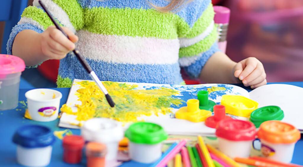 Giúp trẻ học màu sắc qua tranh vẽ