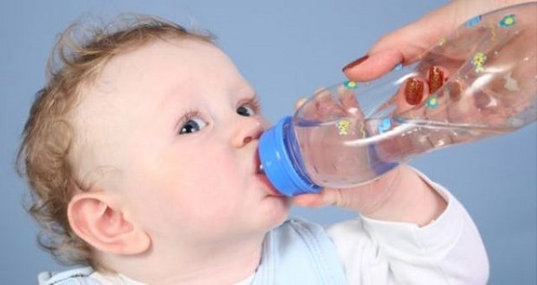 Trẻ sơ sinh không cần quá nhiều nước