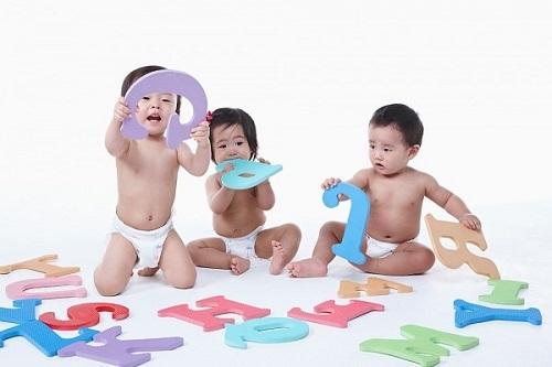 Giúp bé phát triển ngôn ngữ những năm đầu đời