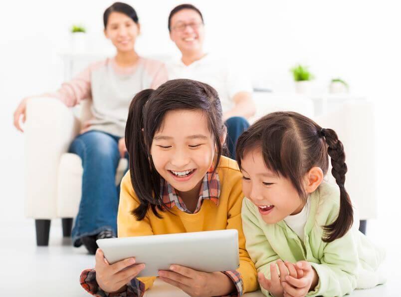 Trẻ vui học tiếng Anh với ứng dụng Reading Eggs