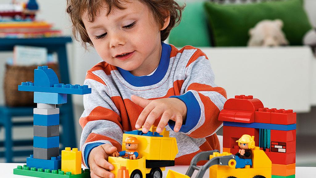 Dạy bé học Toán mầm non cần dùng nhiều học cụ sinh động