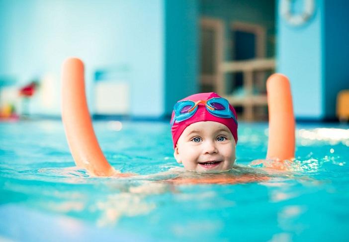 Dạy kỹ năng sống cho trẻ qua môn bơi lội