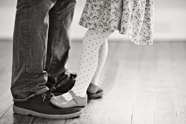 nuôi một cô con gái