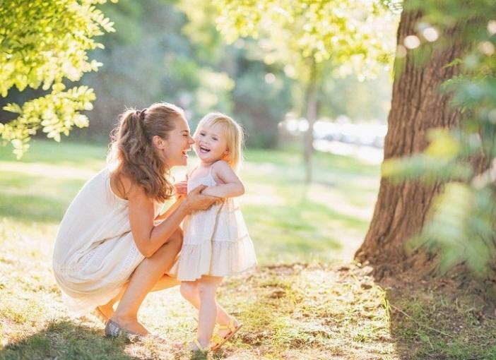 Mẹ nuôi con và dạy con ngoan đúng cách