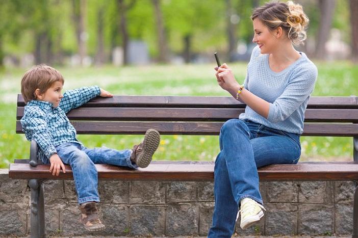 Đăng ảnh con lên facebook là điều cha mẹ cần hạn chế