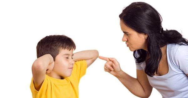 Những câu không nên nói với con
