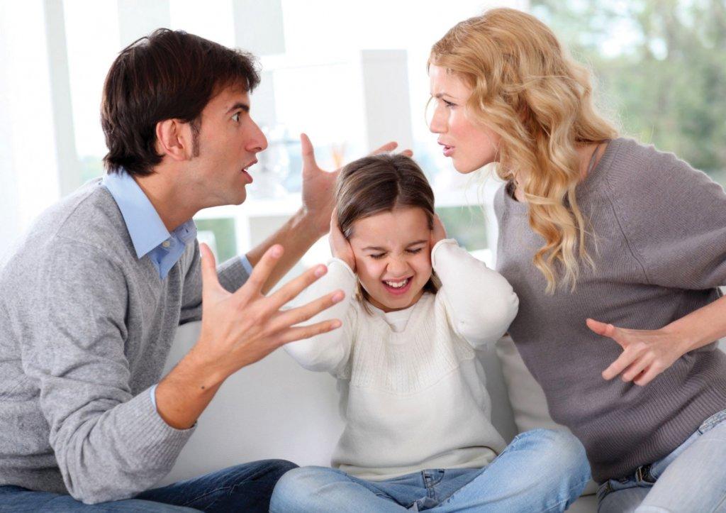 Sai lầm khi nổi cơn điên và đe dọa bạn đời trước mặt con