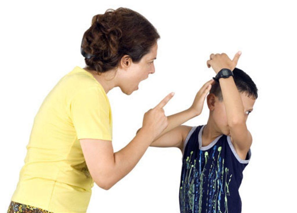 Không nên hù dọa khi dạy trẻ bướng bỉnh khó bảo