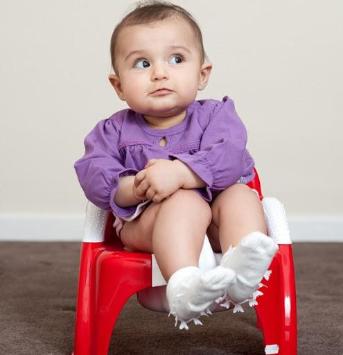 bé ngồi bô