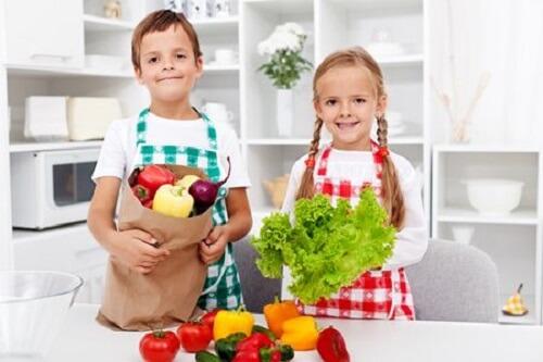 Thực phẩm ưu tiên cho bé trong mùa hè