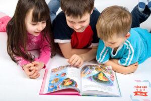 Học tiếng anh qua truyện tranh sẽ tạo sự hứng khởi, say mê đối với các bé