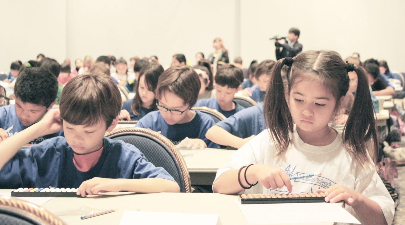 Bài tập toán Soroban - Giúp trẻ có thể vừa tính toán thật nhanh chóng