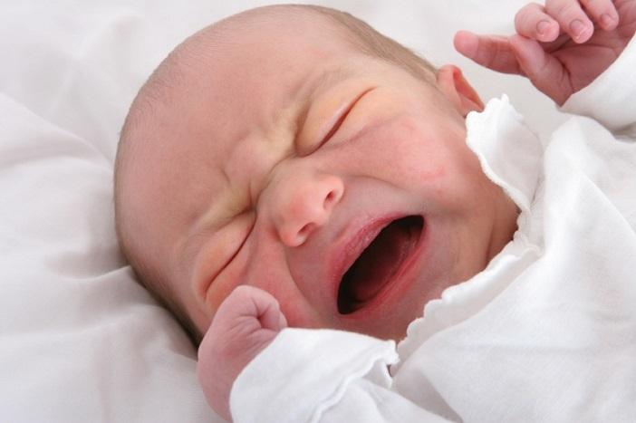 Trẻ sơ sinh và lần đầu khóc