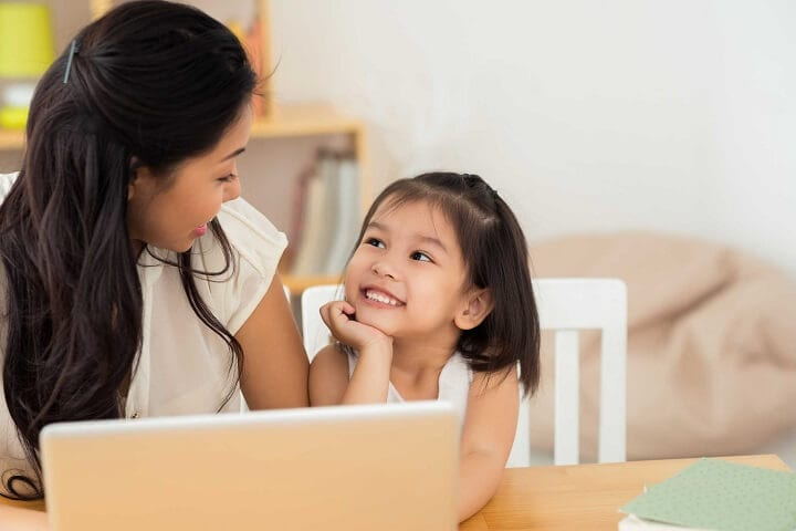 Học tiếng Anh cho trẻ em ở đâu, tại nhà hay trung tâm