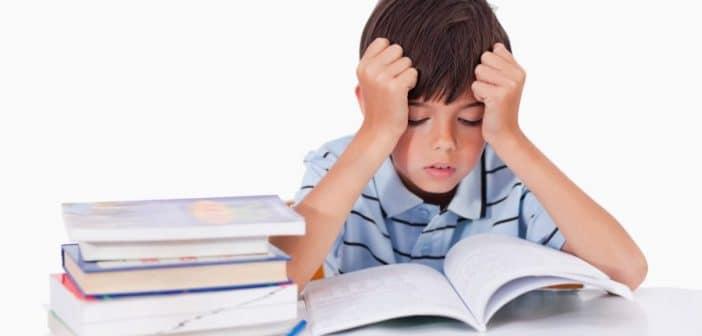 Cho trẻ học tiếng Anh ở trung tâm hay tại nhà