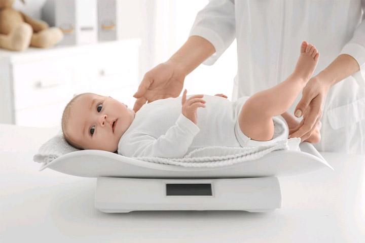 đo cân nặng của trẻ như thế nào