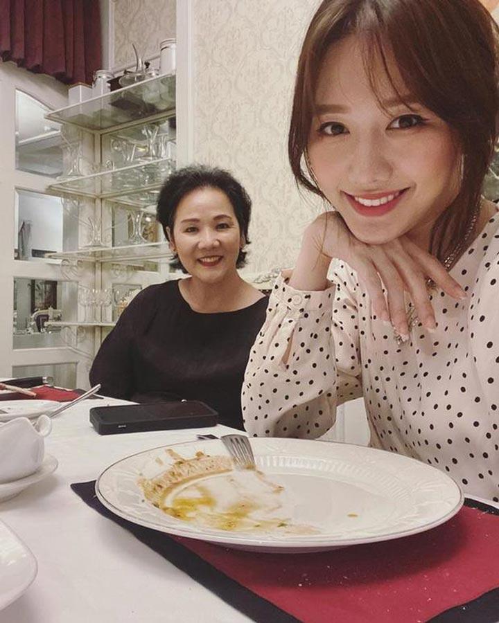 dẫn mẹ đi ăn uống 20 tháng 10