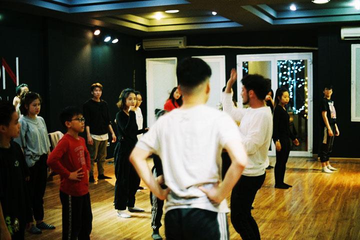 lớp học nhảy hiện đại unison dance studio