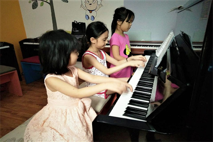 lớp học piano abm music