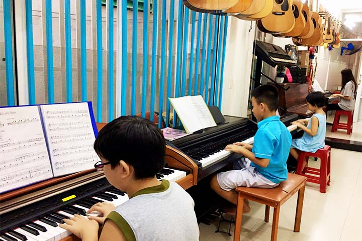 lớp học piano elite music
