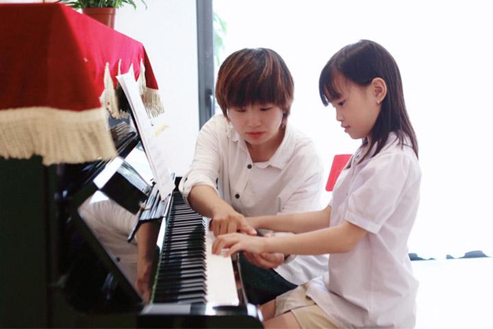 lớp học piano phú an