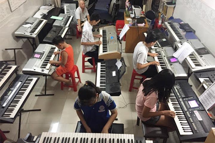 lớp học piano thiên phú