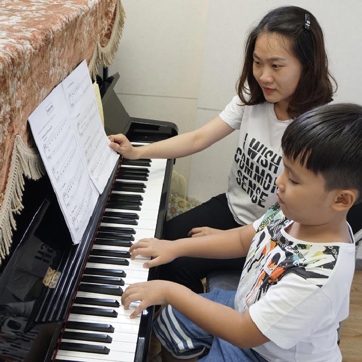lớp học piano trẻ em việt thương music
