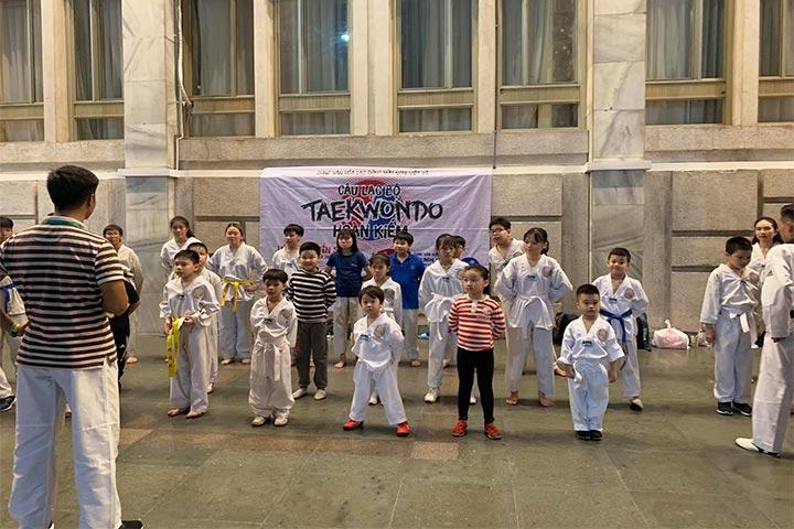 lop học võ taekwondo hoàn kiếm