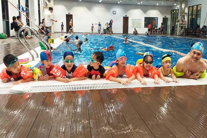lớp học bơi hà nội thầy tiến
