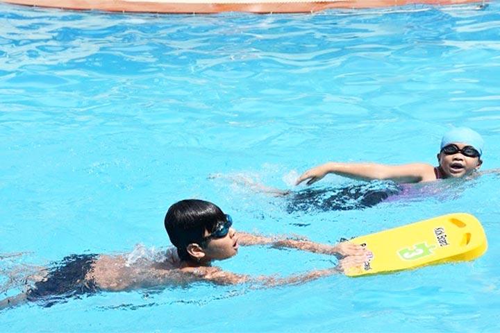 lớp học bơi tphcm fosco