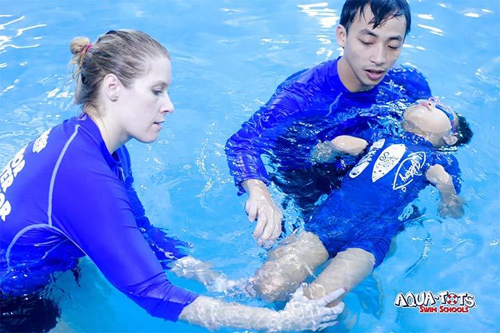 review trung tâm học bơi aqua tots