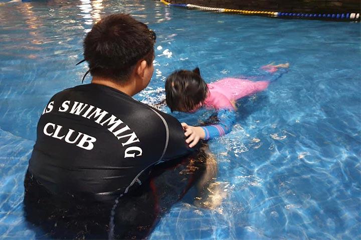trung tâm dạy bơi ams swimming club