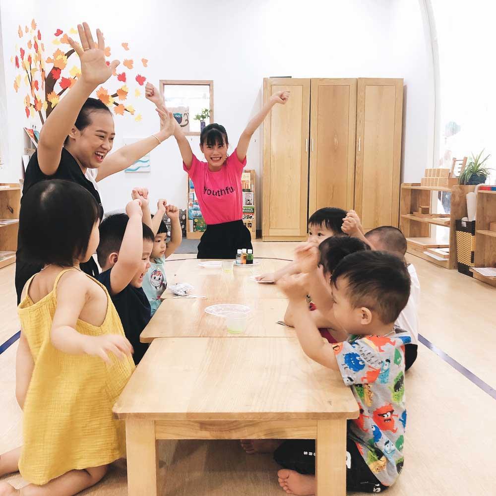 không ép buộc trẻ montessori