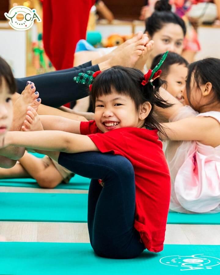 lớp học yoga trẻ em planet