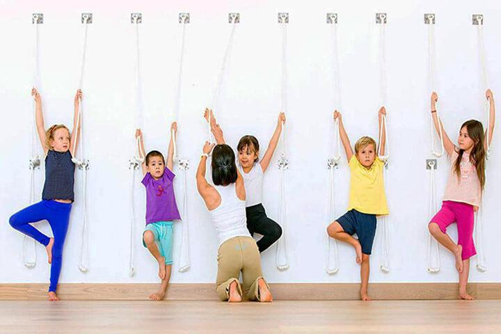 trẻ bao nhiêu tuổi nên học yoga