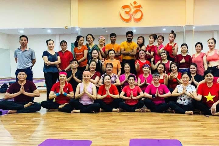 trung tâm yoga tphcm shubha