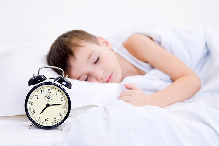 fading bé ngủ đúng giờ